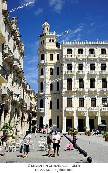 Plaza Vieja square in the historic district of Havana, Habana Vieja, Old Havana, Cuba, Greater Antilles, Caribbean, Central America, America
