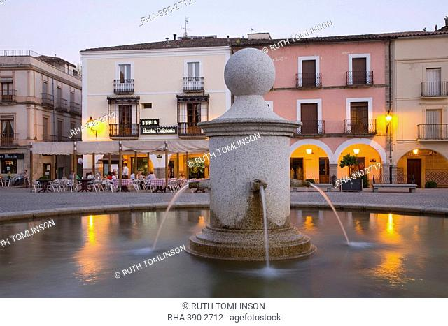 Fountain in the illuminated Plaza Mayor at dusk, Trujillo, Caceres, Extremadura, Spain, Europe