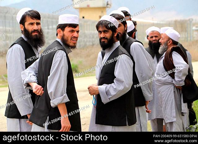 HANDOUT - 09 April 2020, Afghanistan, Bagram: Detained Taliban are waiting for their release in Parwam prison. The Taliban have committed themselves to no...