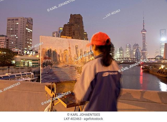 Artist painting the Huangpu river with Waibaidu bridge and skyline of Pudong, Shanghai, China, Asia