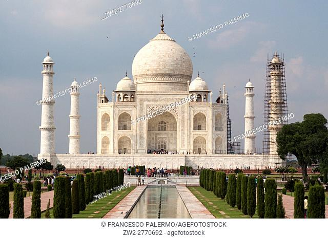 The sun illuminate the Taj Mahal in a summer afternoon. Agra, Uttar Pradesh. India