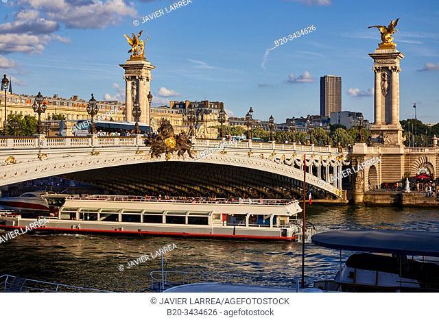 Pont Alexandre III, Tourist boat, River Seine, Paris, France
