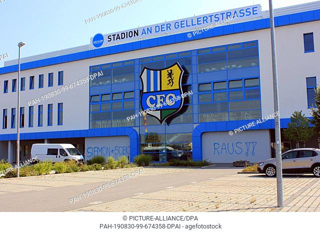 "30 August 2019, Saxony, Chemnitz: The lettering """"Siemon + Sobo raus"""" can be seen at the stadium of Chemnitzer FC. (to dpa """"Tags against insolvency..."