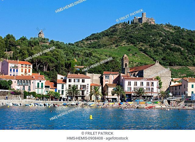 France, Pyrenees Orientales, Cote vermeille, Collioure, Port Avall beach and the Saint Elme fort