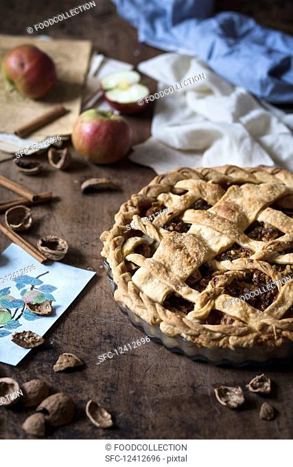 Apple pie with walnuts and caramel sauce