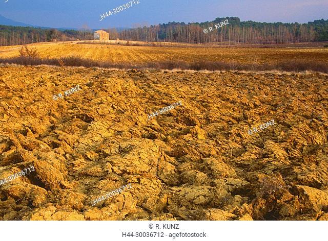 Fields, ploughed soil, Mas, farmhouse, agriculture, Brue-Auriac, Var department, Provence, France