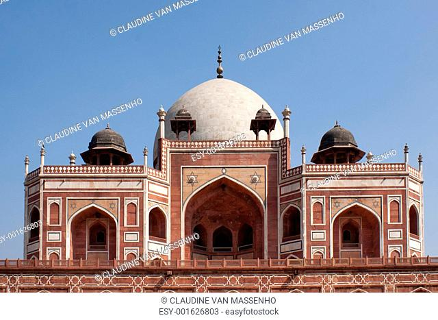 Upper structure of the Humayun tomb peeping over the edge of the platform