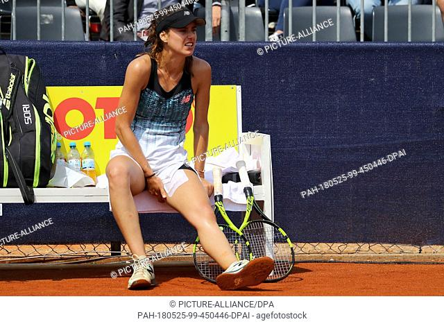 25 May 2018, Germany, Nuremberg: Tennis, WTA-Tour, women's singles, quarter finals. Romania's Sorana Cirstea sits on the bench with her left leg in pain