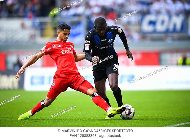 Douglas Santos (HSV Hamburg Hamburg Hamburg, l.) Versus Jamilu Collins (SC Paderborn, r.). GES / Soccer / 2nd Bundesliga: SC Paderborn - Hamburger SC, 12