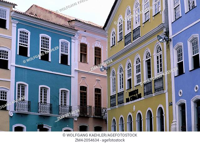 BRAZIL, SALVADOR DE BAHIA, PELOURINHO DISTICT, LOCAL HOUSES, PORTUGUESE COLONIAL ARCHITECTURE
