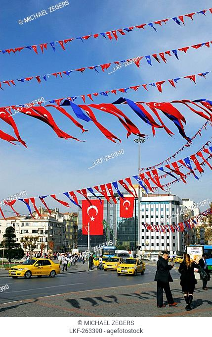 Ensigns above the Taksim Square, Taksim Cumhuriyet Abidesi, Istanbul, Turkey, Europe