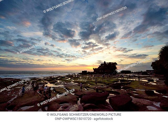 Indonesia, Bali, Kabudaten Badung, sunset at Batu Bolong beach