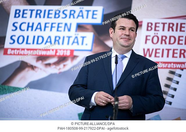 08 May 2018, Berlin, Germany: Hubertus Heil (SPD), Federal Minister of Labor and Social Affairs expresses himself at a press conference with the chairman of the...