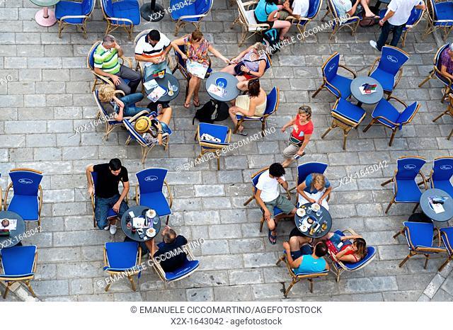 Outdoor bar, John Paul II Square (Trg Ivana Pavla II), Trogir (Trau), region of Dalmatia, Croatia, Europe