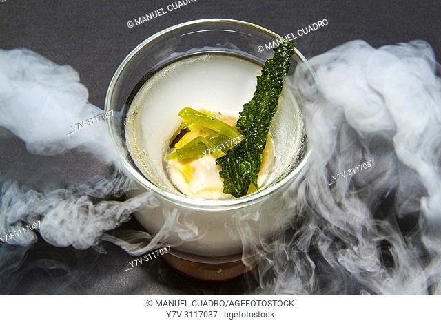 Plato de Huevo con borraja (egg with borage). Restaurante Iñigo Lavado, Irun, Guipuzcoa, Basque Country, Spain