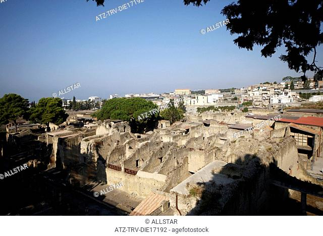 ANCIENT ROMAN STREET & BUILDINGS; HERCULANEUM, ITALY; 18/09/2011