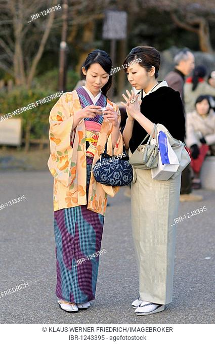 Young people wearing the traditional dress, kimono, in Maruyama Park, Kyoto, Japan, Asia