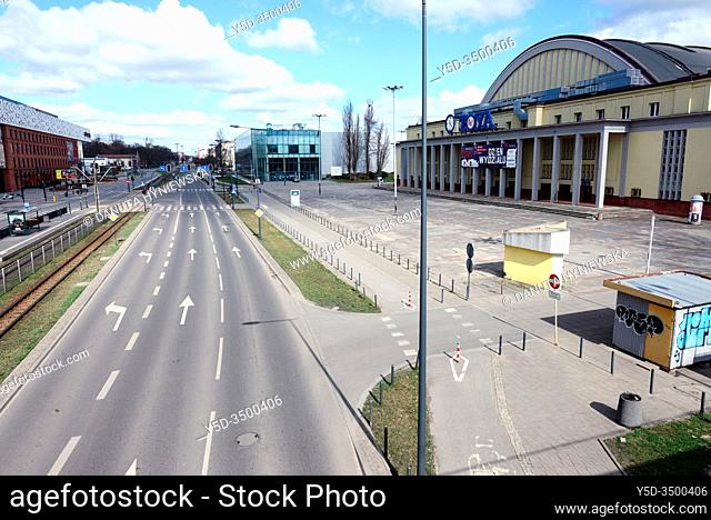 Europe, Poland, Lodz, March 2020, empty streets of city center during the coronavirus pandemic, buildings of Sukcesja shopping center on left and Expo exibition...