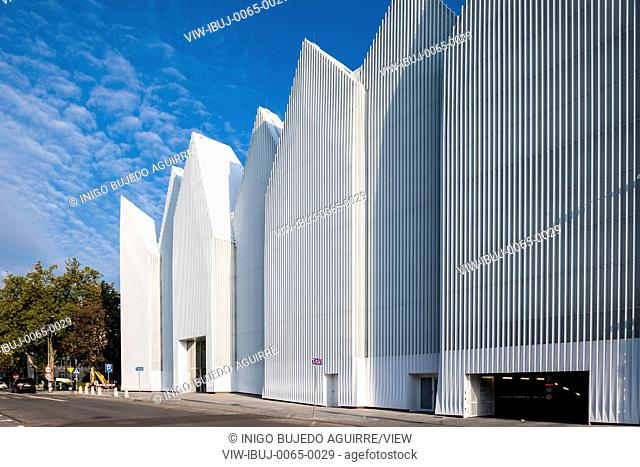 Facade perspective with walkway and parking garage entrance. Szczecin Philharmonic Hall, Szczecin, Poland. Architect: Estudio Barozzi Veiga, 2014