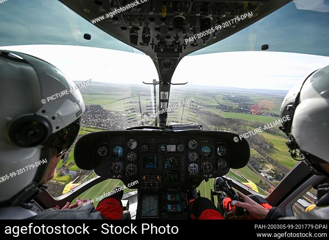 02 March 2020, Lower Saxony, Wolfenbüttel: The pilot Christian Schälicke (r) and the emergency paramedic Martin Losse are sitting in the cockpit of the ADAC...
