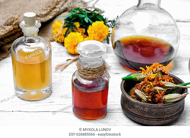Medical extract decoction from the flowers of marigold
