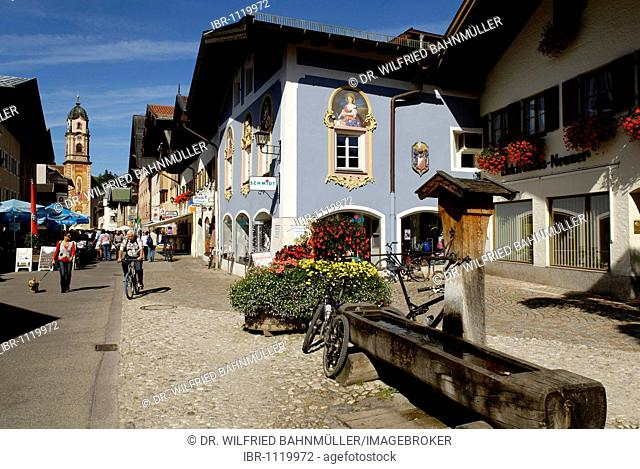 Marktstrasse, market street in front of the parish church Saint Peter and Paul, Mittenwald, Upper Bavaria, Germany, Europe