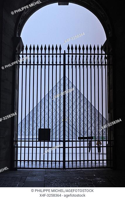 France, Paris, Louvre Museum, Musee du Louvre, Glass Pyramid, by architect I M Pei, main courtyard Cour Napoleon, Louvre Palace, art museum,
