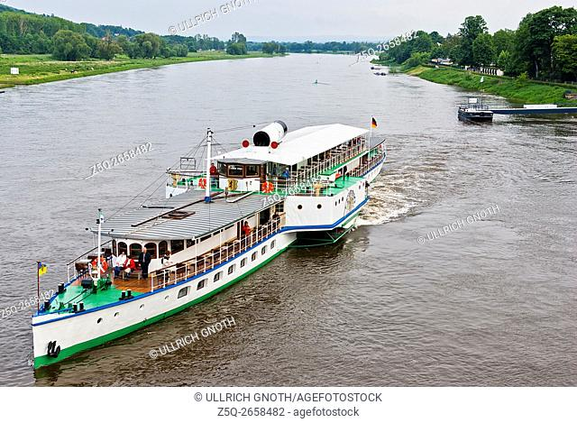 The paddle steamer Leipzig takes off from the pier in Dresden-Blasewitz, Saxony, Germany