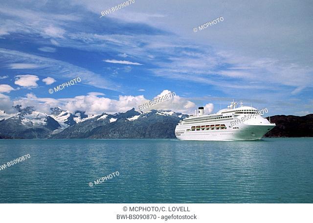 A P&O CRUISE SHIP plies the waters of Glacier Bay Nationalpark, USA, Alaska, Glacier Bay National Park