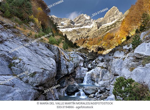River Cinca and Pineta Circus in Pyrenees on an autumn day. Huesca. Aragon. Spain. Europe