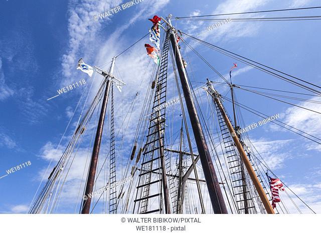 USA, New England, Massachusetts, Cape Ann, Gloucester, Gloucester Schooner Festival, schooner masts