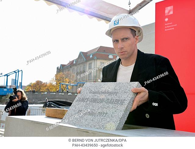 Foreman Mario Windrich places the cornerstone into the wall during the cornerstone-laying ceremony for the JamesSimon Gallery in Berlin, Germany