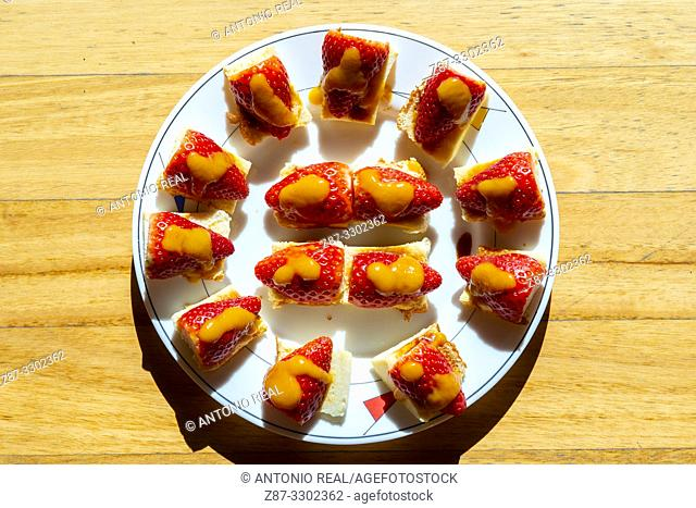 Plate with strawberries. Almansa. Albacete province, Spain