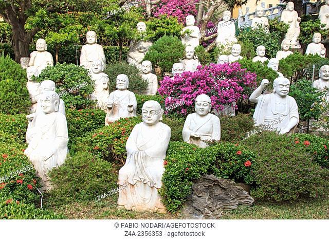 Kaohsiung, Taiwan: Hand carved Buddha at the entrance of Fo Guang Shan