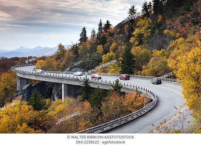 USA, North Carolina, Linville, Linn Cove Viaduct that goes around Grandfather Mountain on the Blue Ridge Parkway, autumn