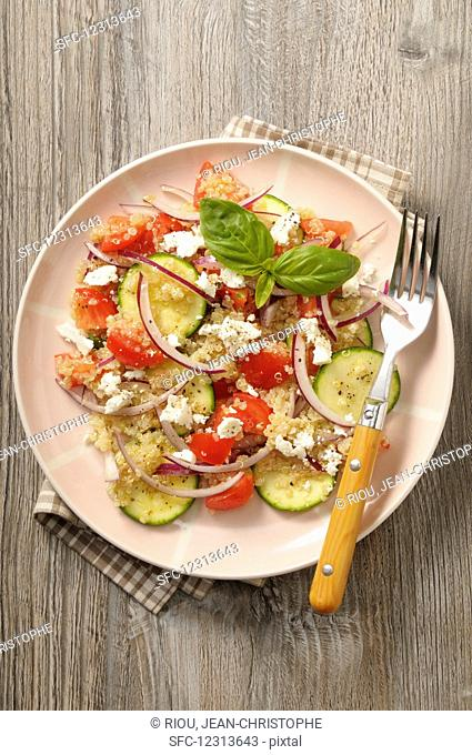 Quinoa salad with courgettes, tomatoes, onions and fresh cheese
