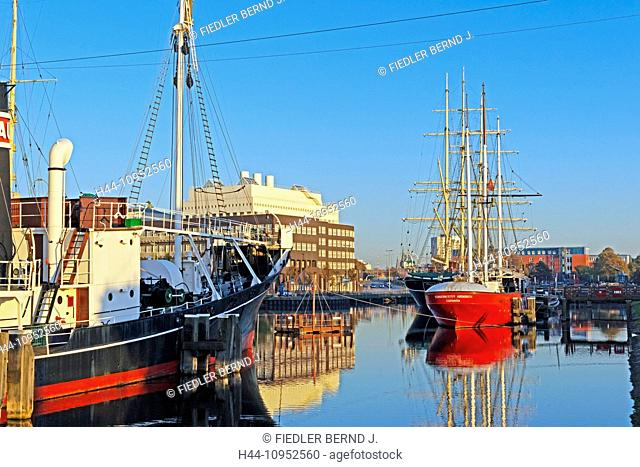 Europe, Germany, Bremen, Bremerhaven, at the longitude, old harbour, port, German, navigation museum, whaling steamboat, RAU IX, lightship, ELBE 3