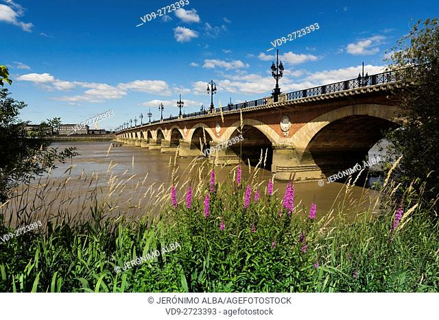 Pont de Pierre. Stone Bridge & Garonne River. Bordeaux, Gironde. Aquitaine France Europe
