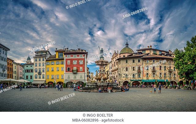 Italy, South Tirol, Northern Italy, Trento, Trento, cathedral square, Palazzo Pretorio, fountain, Fountain of Neptune