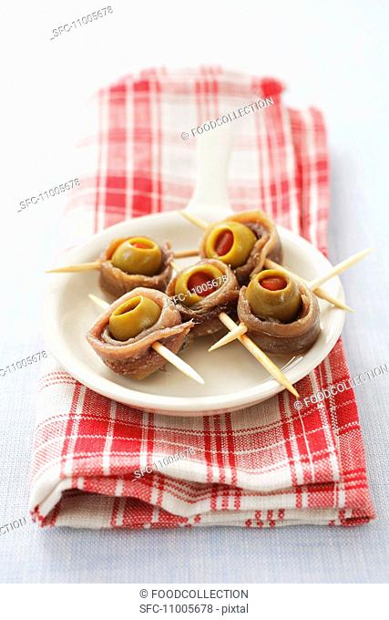 Sardine rolls with green olives