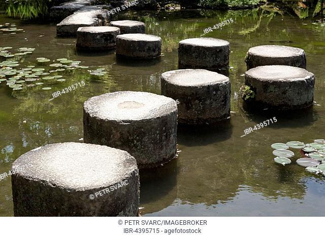 Stepping stones in pond at Heian Jingu gardens, Kyoto, Japan