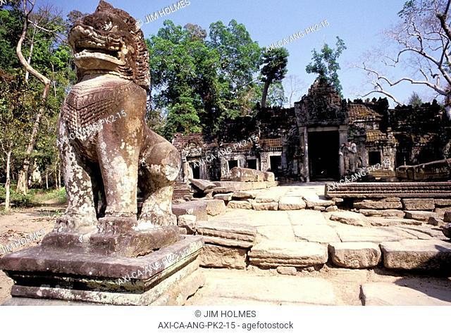 Stone statues at Preah Khan