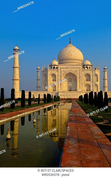 Taj Mahul Under a Blue Sky