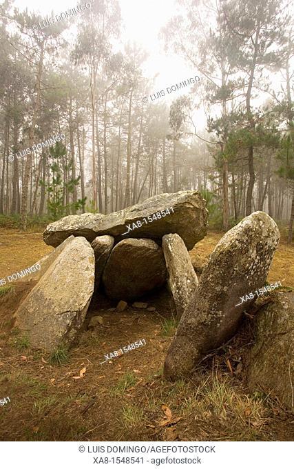 Pedra da Arca dolmen, Malpica, Galicia, Spain