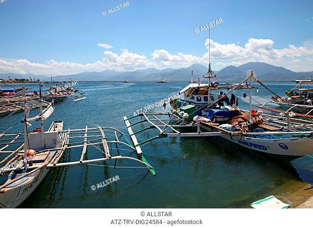 JUKUNG & FISHING BOATS; PUERTO PRINCESA, PALAWAN, PHILIPPINES, ASIA; 22/04/2015