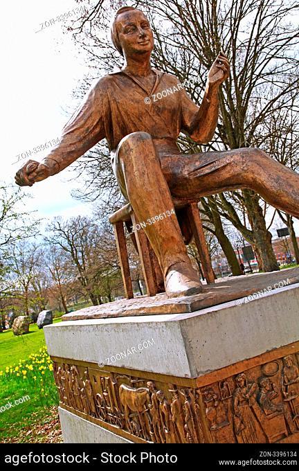 Heinrich-Heine-Denkmal, Bremen, Deutschland, Germany; statue of Heinrich Heine
