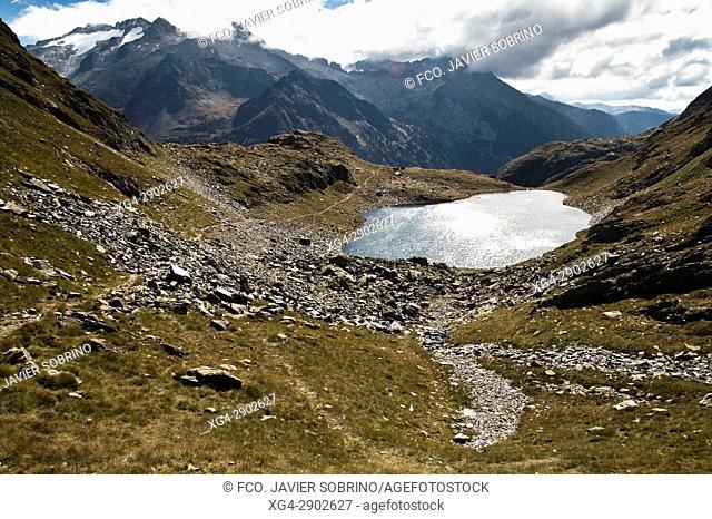 Lago o Ibón de Gorgutes. Valle de Benasque. Provincia de Huesca. Pirineo Aragonés. España. EuropaPirineos. España. Europa