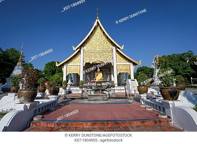 Viharn near entrance to temple complex, Wat Chedi Luang, Chiang Mai, Thailand