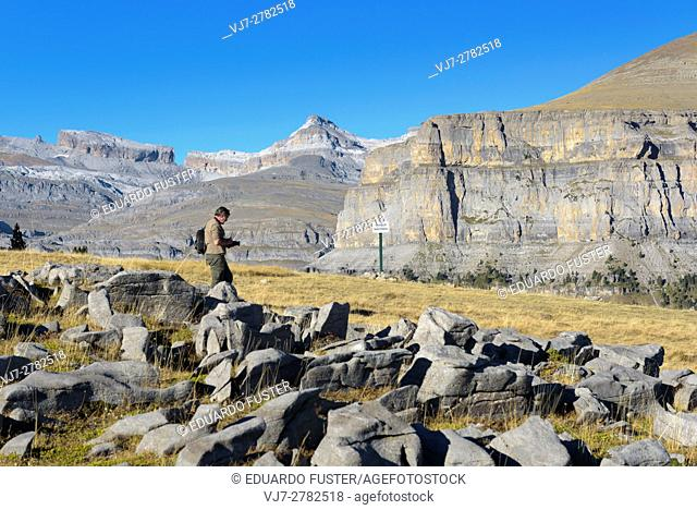 Photographer in Ordesa & Monte Perdido in the Spanish Pyrinees (Huesca, Spain)