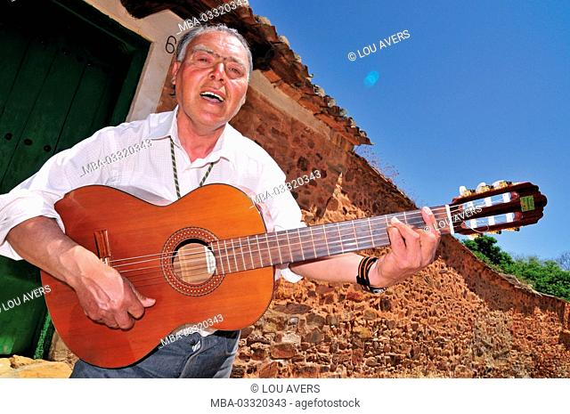 Spain, Kastilien-Leon, José Aleluja alias José Jimenez receives jacobean pilgrim with guitar sounds in Castrillo de Los Polvozares